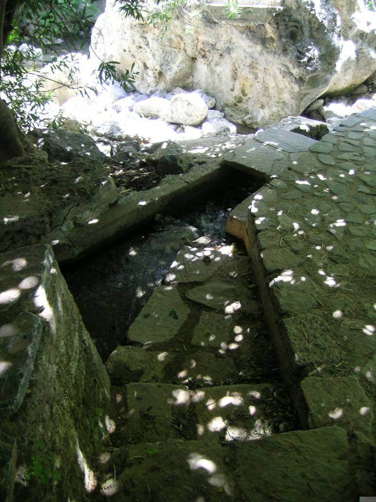 Источник в ущелье