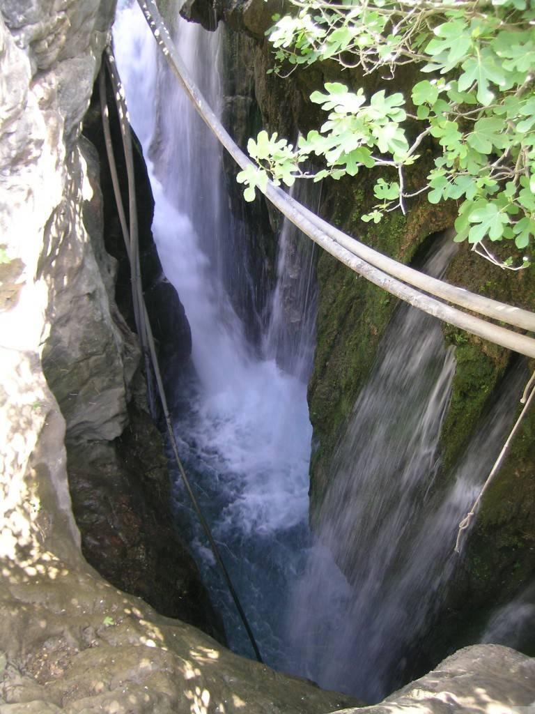 Мегапотамос. Сорокометровый водопад