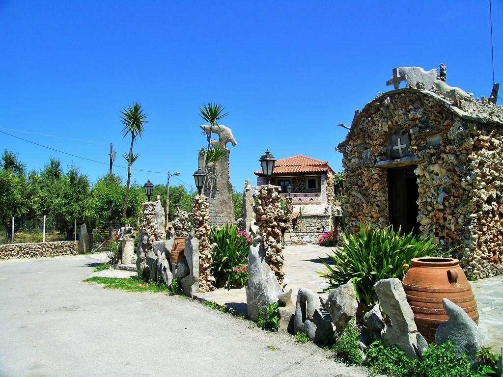 Церковь у таверны Кумос
