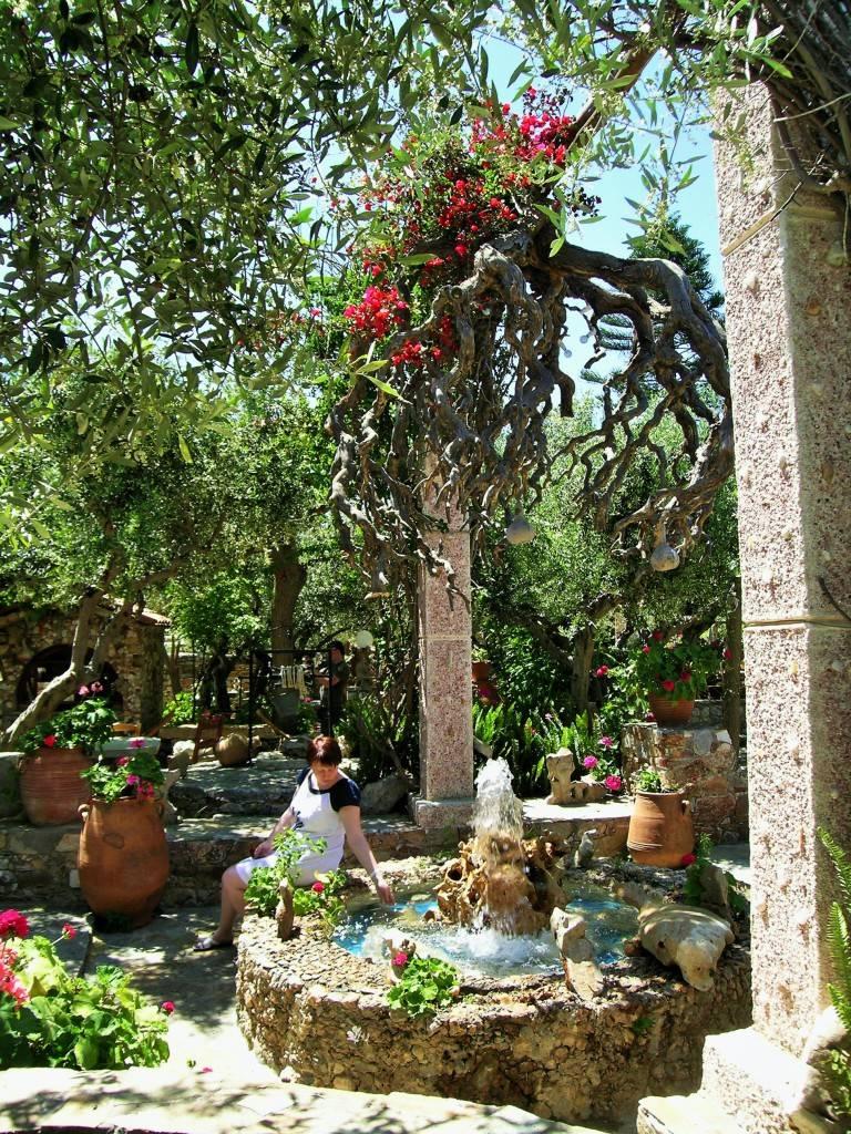 фонтан в саду Кумос