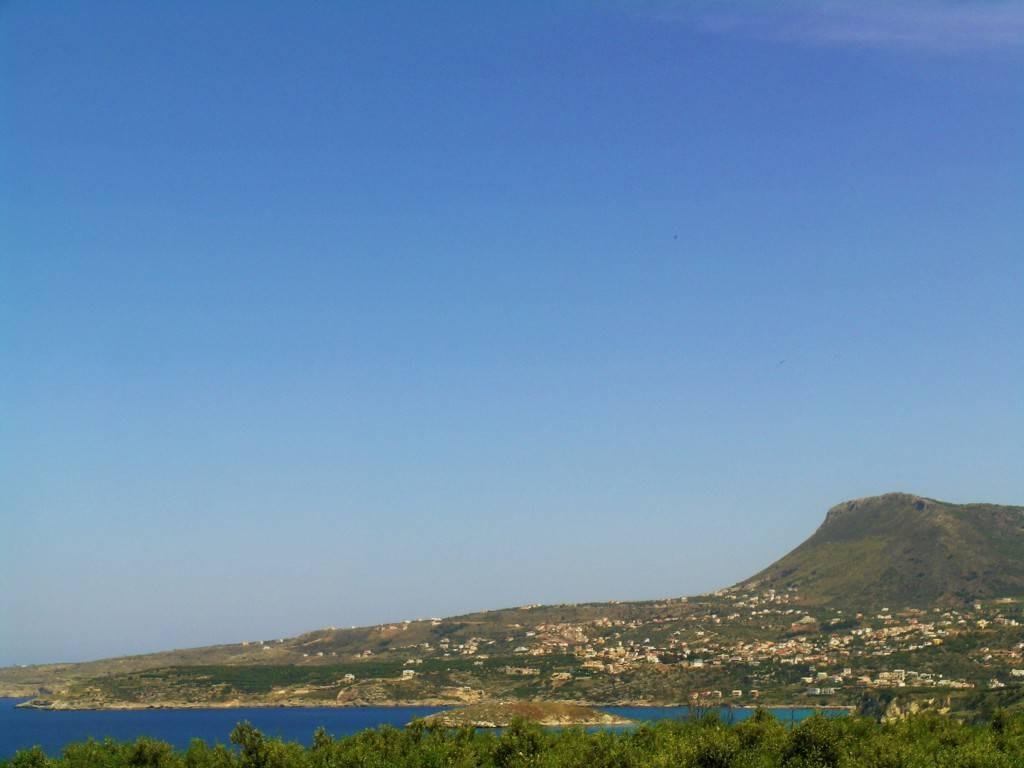 кусочек моря и полуостров Акроти