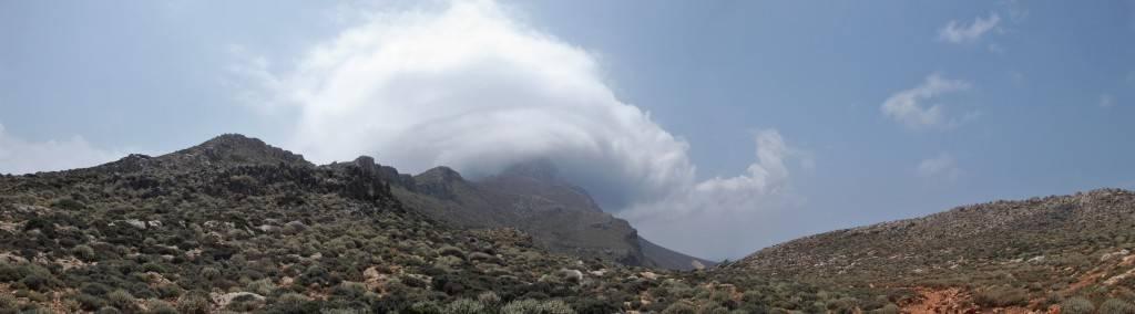 Облака на горе бухта Балос
