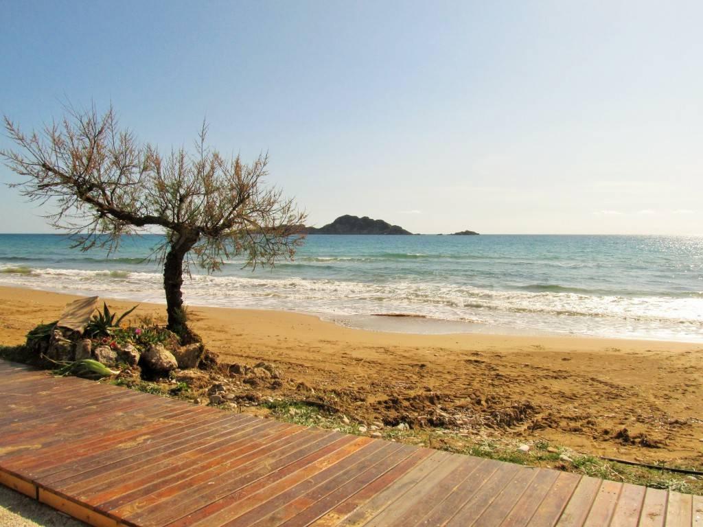Пляж Агиос Георгиос