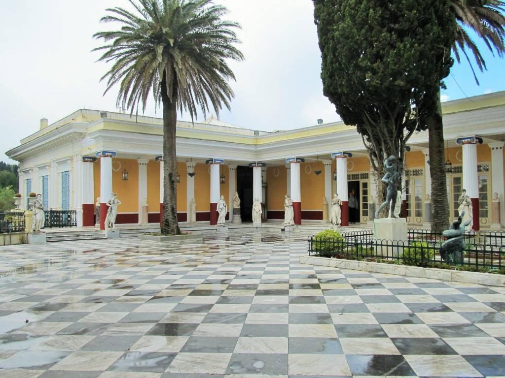 Внутренний дворик Ахиллеон