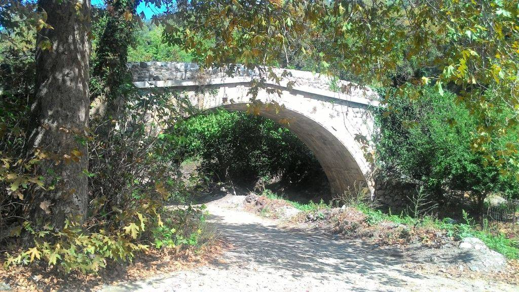 Мост Лоханас у входа в ущелье