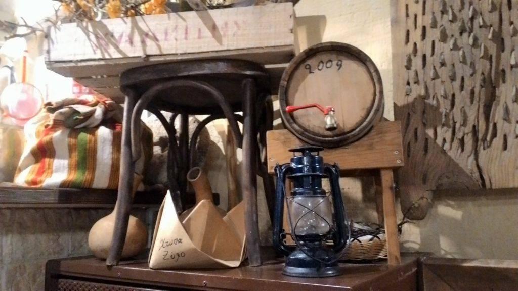 Ktipa Ksilo традиционная таверна в Херсониссосе.