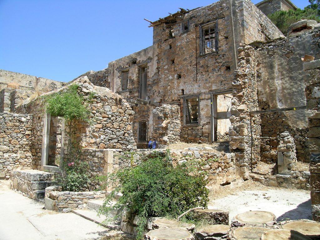 Разрушенные дома