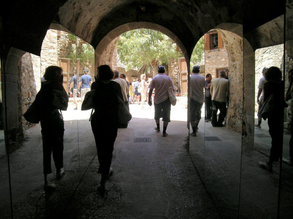 Зеркальный тоннель